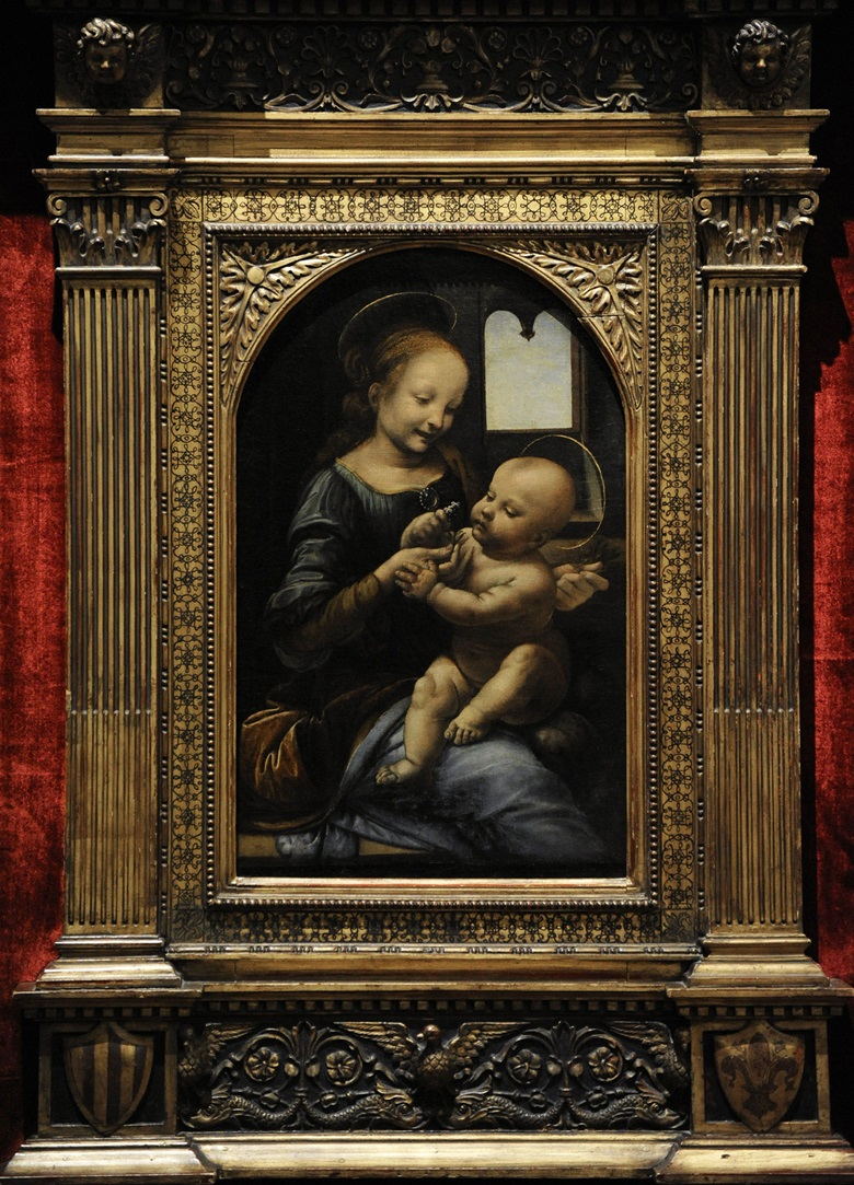 The previous painting by Leonardo to come to light — Madonna and Child with Flowers, known as the Benois Madonna, which was exhibited in St Petersburg in 1909. akg-images  Album  Prisma