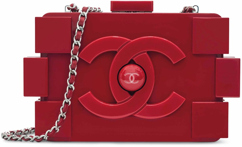 Sac du soir légo en plexiglas rouge, garniture en métal argenté, Chanel, printemps 2013.  l 20 x  h 13.5 x  p 5.5  cm. This lot was offered in Sacs & Accessoires on 12 December 2017  at Christie's in Paris and sold for €3,000