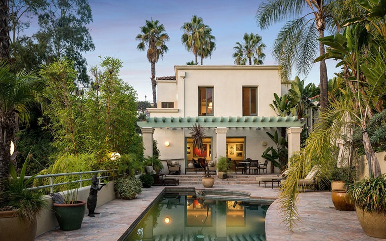 This Ultra Private Mediterranean Style Villa Is Situated On A Third Of An Acre Lush Grounds In The Hollywood Hills Built 1989 Luxurious