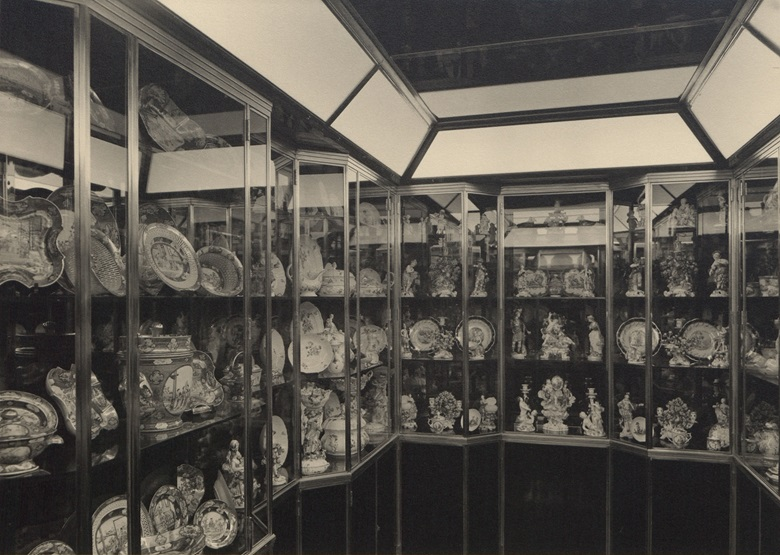 The 'China Room', with pieces from the service displayed far left, in the 740 Park Avenue apartment owned by John D. Rockefeller, Jr., and his wife Abby Aldrich Rockefeller. Photograph by Samuel H. Gottscho, courtesy of the Rockefeller Archive Center