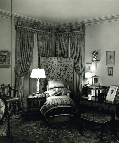 The painting (left) hanging in Abby Aldrich Rockefeller's private sitting room in the triplex she and her husband moved to at 740 Park Avenue. Photograph by Samuel H. Gottscho, courtesy of the Rockfeller Archive Center