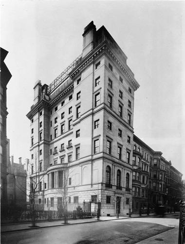The Rockefeller family residence at 10 West 54th Street, which was demolished. The Abby Aldrich Rockefeller Sculpture Garden at MoMA is now where the house stood. Photo Courtesy of the Rockefeller Archive Center