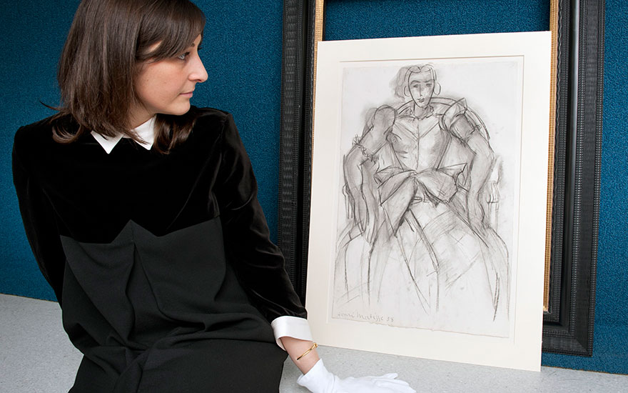 Ottavia Marchitelli, Head of the Impressionist and Modern Works on Paper sale at Christie's in London, with Henri Matisse's Femme assise à la robe de taffetas  ©