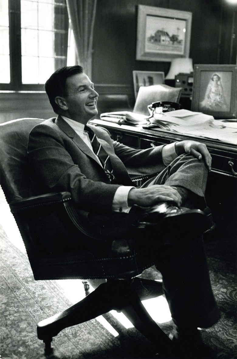 David Rockefeller in his family office, with Edward Hopper's Rich's House visible in the background, top right. Photograph by Mario R. Marino, courtesy of the Rockefeller Archive Center