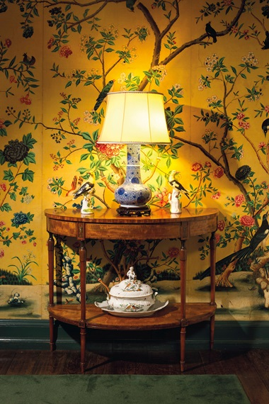 The dining room in the Manhattan home of Peggy and David Rockefeller, featuring a pair of Meissen models of golden orioles on one of a pair of George III inlaid painted satinwood side tables