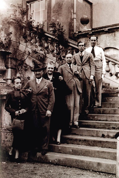 On the terrace steps at Faringdon, 1936. From left Elsa Schiaparelli, Lord Berners, Baroness Budberg, H.G. Wells, Robert Heber-Percy and Tom Driberg