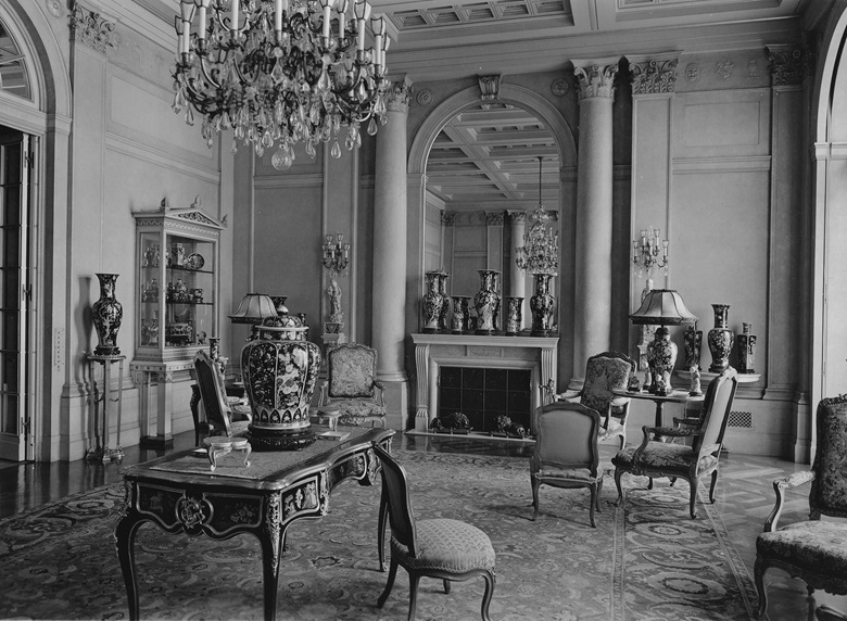 The Rockefellers' drawing room at 10 West 54th Street, displaying Chinese porcelains. Photograph by Samuel H. Gottscho, courtesy of the Rockefeller Archive Center.