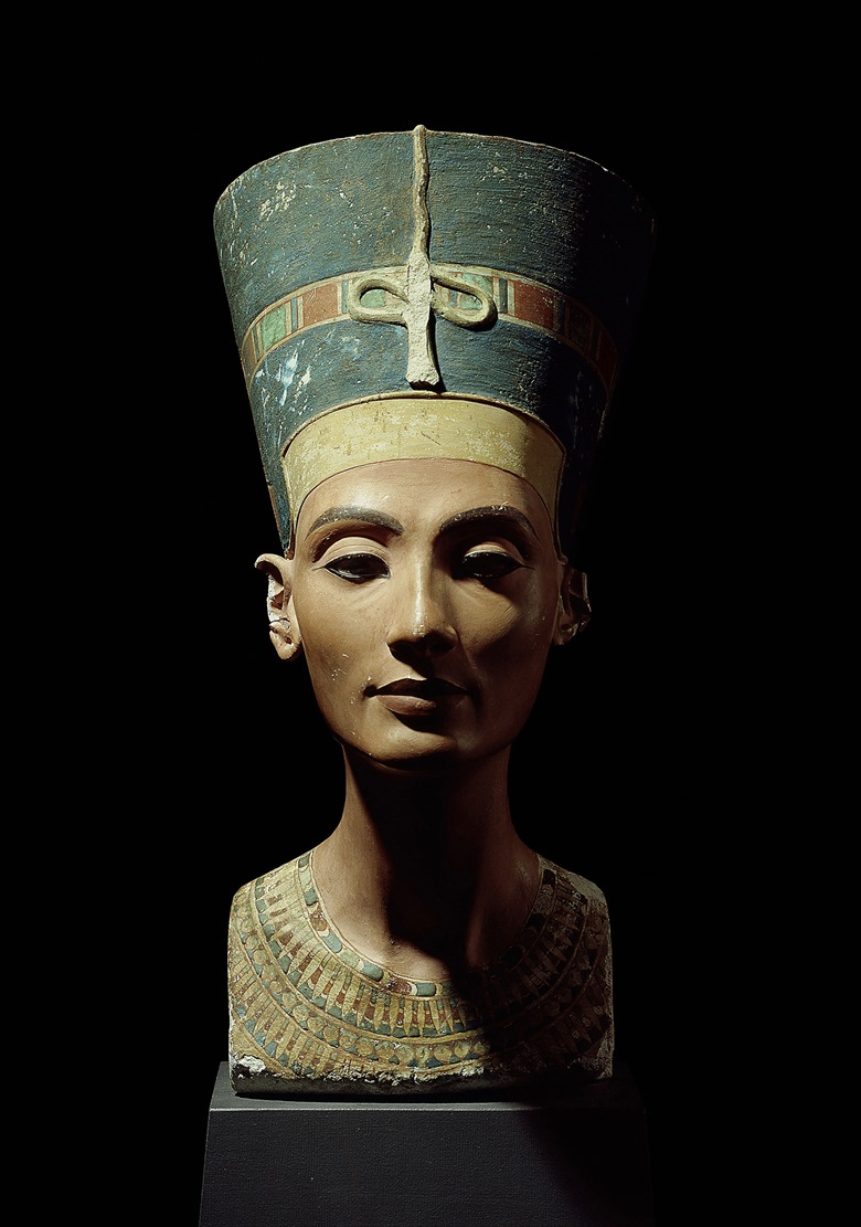 Bust of Queen Nefertiti from Amarna, Egypt, circa 1350            BC. Photo Scala, Florencebpk, Bildagentur für Kunst, Kultur            und Geschichte, Berlin