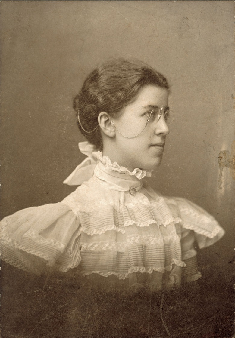 Oberlin College photograph of Katharine Wright, 1898. This photograph is attributed to C.S. Bateman, Oberlin, Ohio. Photograph Courtesy of Special Collections and Archives, Wright State University