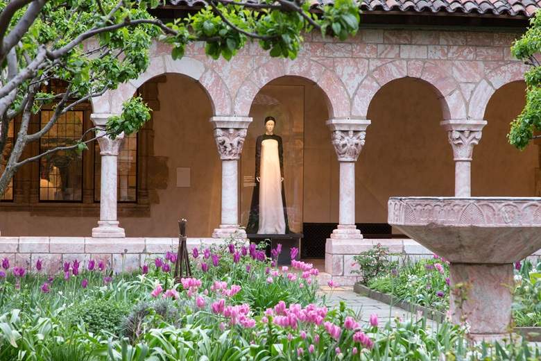 In the Cuxa Cloister Pierpaolo Piccioli for Valentino, evening ensemble, autumnwinter 2017-18. Image © The Metropolitan Museum of Art