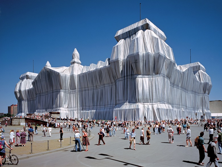 Christo and Jeanne-Claude, Wrapped Reichstag, Berlin, 1971–95. Photo Wolfgang Volz. © 1995 Christo