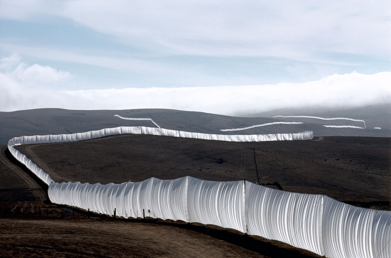 Christo and Jeanne-Claude, Running Fence, Sonoma and Marin Counties, California, 1972–76. Photo Wolfgang Volz. © 1976 Christo