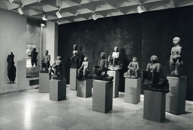 Installation view of the seminal 1974 exhibition, Ancêtres M'Bembe, at Hélène Kamer's Paris gallery. The figure offered on 27 June is in the front row, fifth from the right