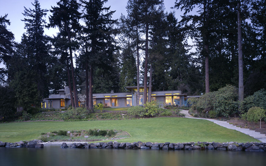 An American Place, Barney A. Ebsworths home on the shores of Lake Washington. Photograph by Paul Warchol