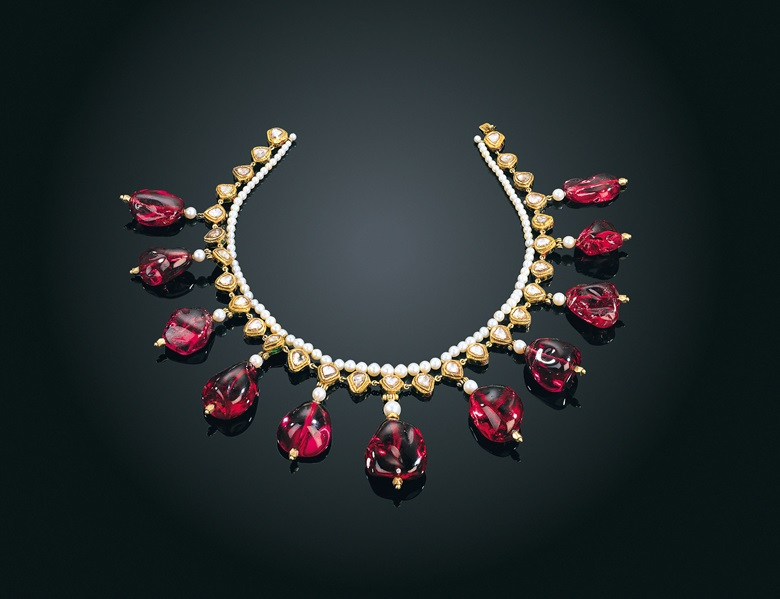 This rare Mughal necklace features 11 spinel beads, with a total weight of 877.23 carats