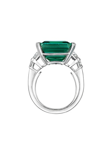 A report dated 3 May 2017 from the AGL (American Gemological Laboratories) stating that it is the opinion of the laboratory that the origin of this emerald would be classified as classic Colombia--