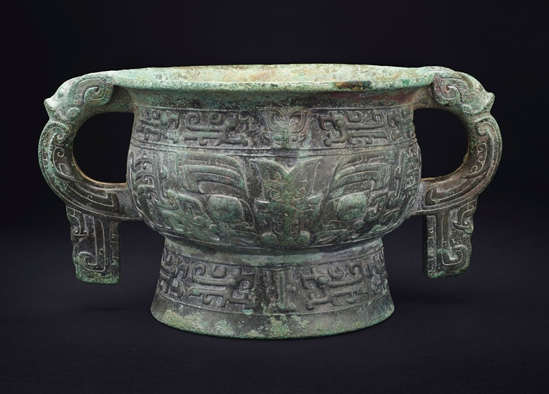 The Ge Zu Ji Gui, a large bronze ritual food vessel, early western Zhou dynasty, 11th-10th century BC. 15 in (38 cm) across handles. Sold for $555,000 on 22 March 2019 at Christie's in New York
