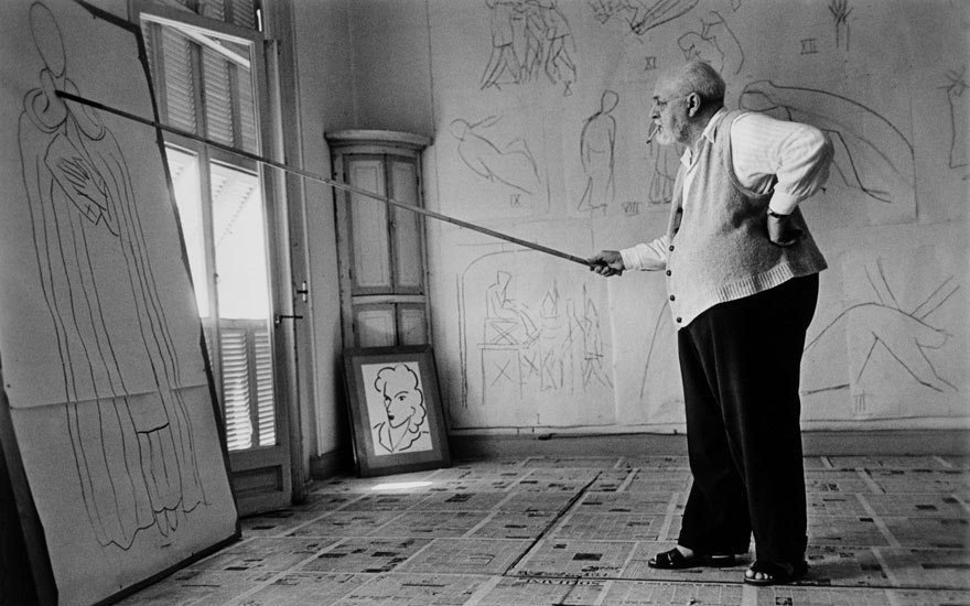 Henri Matisse in his studio, Nice, August 1949. Photo © Robert Capa © International Center of Photography  Magnum Photos. Artworks  © Succession H. Matisse  DACS 2021