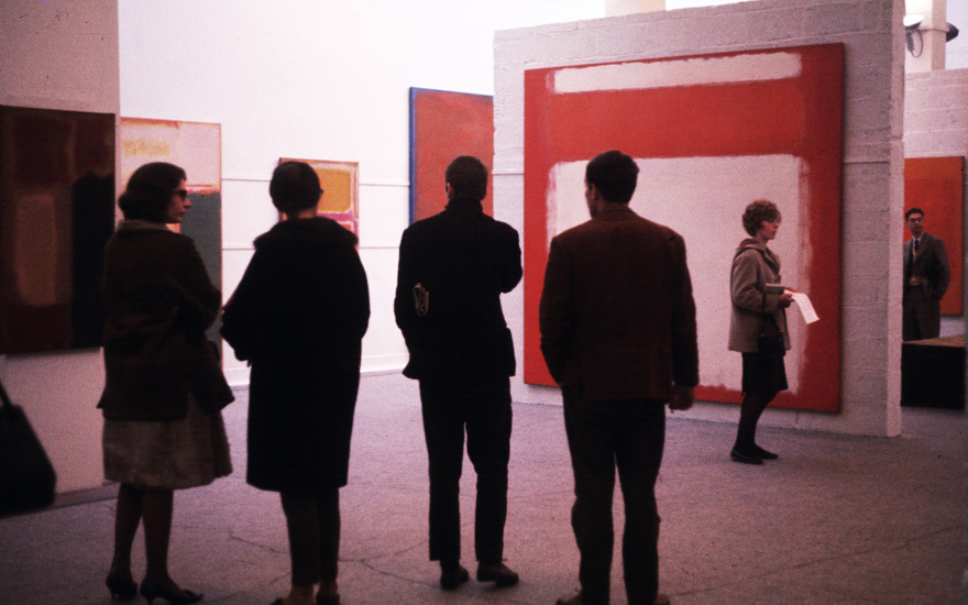 The first solo exhibition of Mark Rothko in Britain, at the Whitechapel Gallery, London, in 1961. Photo © Sandra Lousada  Mary Evans Picture Library. Artworks © 1998 Kate Rothko Prizel &
