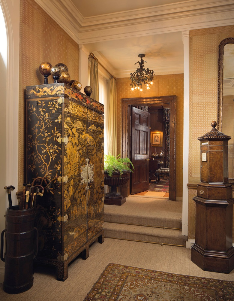 The entrance hall to Drue Heinz's New York townhouse