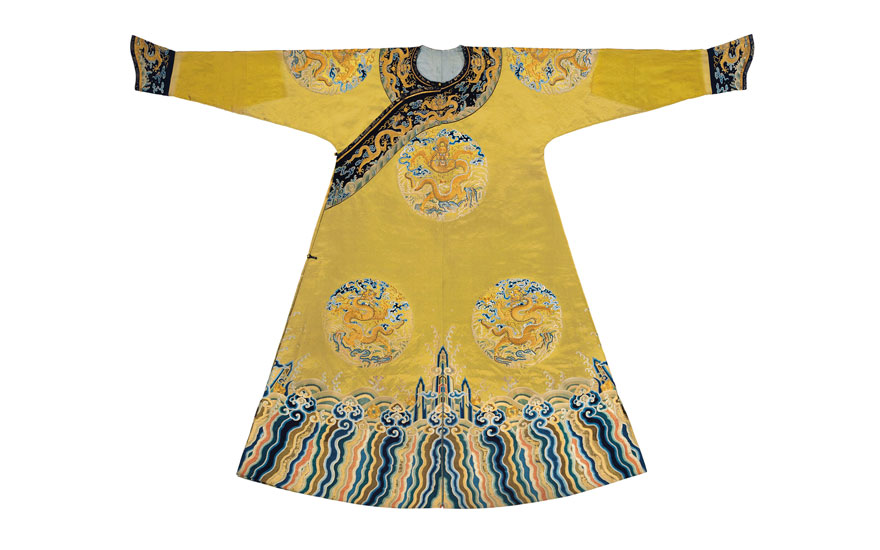 7381fd54f5c08 A magnificent and extremely rare embroidered qiu xiangse silk  dragon   robe