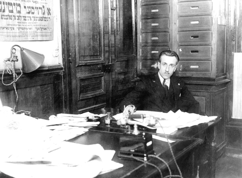 Gabriel Péri at his desk at the headquarters of the newspaper L' Humanité during the war. Photo TallanderBridgeman images