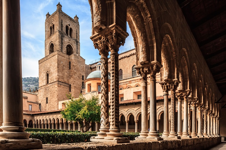 The cathedral cloister. Photo Antonino Bartuccio4Corners