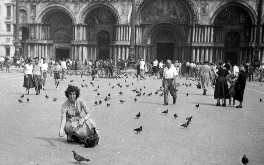 Helen Frankenthaler at Piazza San Marco, Venice, Italy, September 1954. Photo Helen Frankenthaler Foundation Archives, New York