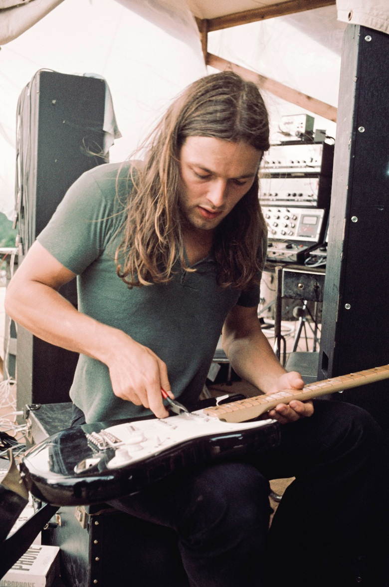 David Gilmour replacing guitar strings while setting up for a concert at Hakone Aphrodite, Japan, in August 1971. Photo by Koh Hasebe  Shinko Music