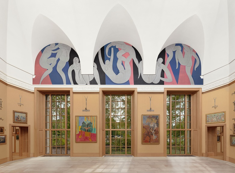 Installation view, Room 1, south wall, The Barnes Foundation. Artworks include Henri Matisse, The Dance, 1932-1933, top; Henri Matisse, Seated Riffian (Le Rifain assis), 1912; and Pablo Picasso, The Peasants, 1906.  Image © 2019 The Barnes Foundation. Artworks © Succession H. Matisse DACS 2019; © Succession PicassoDACS, London 2019