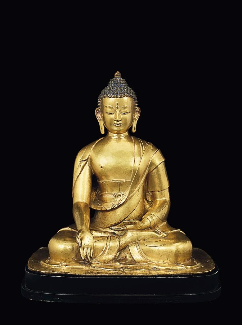 尼泊爾 十七世紀晚期至十八世紀早期 鎏金銅寶生佛造像。高:46公分(18⅛吋)。估價:400,000-600,000美元。此拍品於2019年9月11日在佳士得紐約印度、喜瑪拉雅及東南亞工藝精品拍賣推出