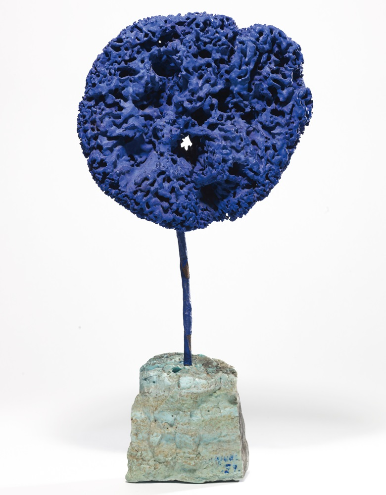 Yves Klein (1928–1962), Sculpture-éponge bleue sans titre, (SE 244), executed in 1959. Dry pigment and synthetic resin sponge with metal wire on stone pedestal. 21¼ x 10⅝ x 6¼ in (54 x 27 x 16 cm). Offered in the Post-War and Contemporary Art Evening Auction on 4 October at Christie's in London