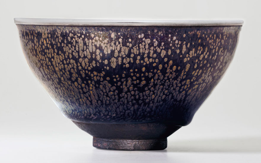 The Kuroda family Yuteki Tenmoku a highly important and very rare 'oil spot' Jian tea bowl, Southern Song Dynasty (1127-1279). 4 1316  in (12.2  cm)  diameter, Japanese wood and lacquer