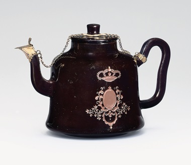 A Böttger black glazed silver-gilt-mounted red stoneware teapot and cover, circa 1710-11. Sold for £54,500 on 11 December 2007 at Christie's in London