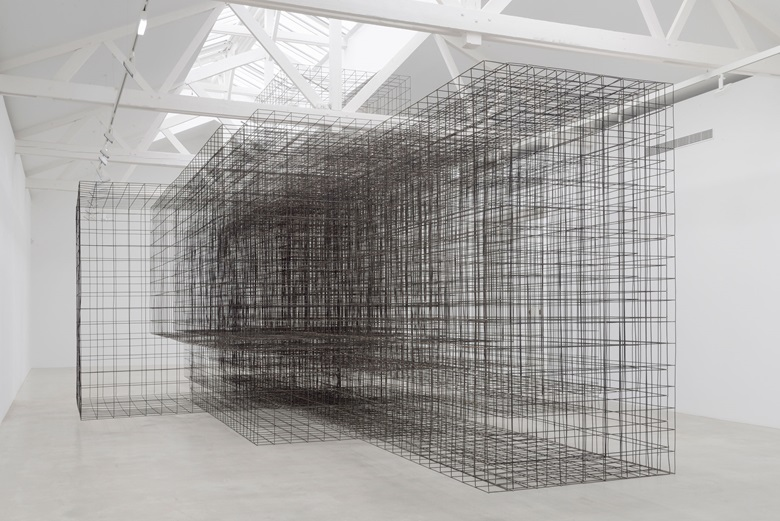Antony Gormley, Matrix II, 2014. 6 mm mild steel reinforcing mesh, 550 x 750 x 1500 cm. Installation view, Galerie Thaddaeus Ropac, Pantin, France. © The artist. Photo Charles Duprat, Paris. On view at Antony Gormley at the Royal Academy in London between 21 September and 3 December 2019