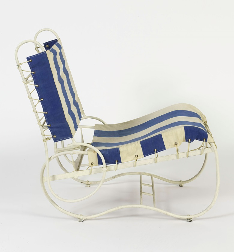 Eileen Gray (1878-1976), Terrace folding chair for Tempe a Pailla, Castellar, 1930 - 1933. Painted metallic structure with original blue and white fabric 70.5 × 48 × 76 cm. Courtesy of Gilles Peyroulet & Cie, Paris