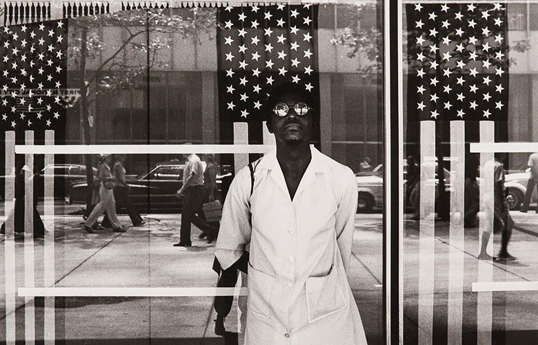 Ming Smith, America Seen Through Stars and Stripes, New York City, NY, 1976. Archival pigment print. 61 x 76 cm. Courtesy of Jenkins Johnson Gallery