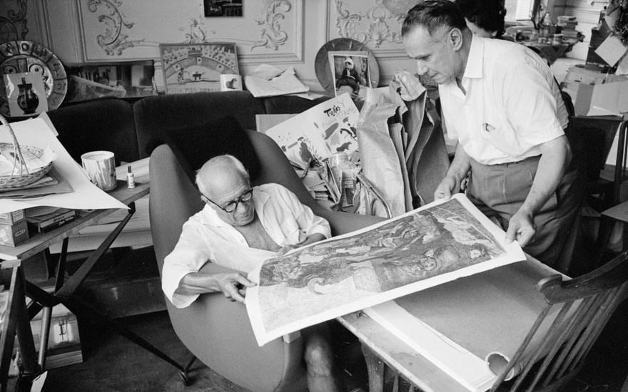 Picasso inspecting an impression of La Minotauromachie with the art dealer and publisher Henri Matarasso, La Californie, Cannes 1961. Photo Edward Quinn. © edwardquinn.com. Artworks ©