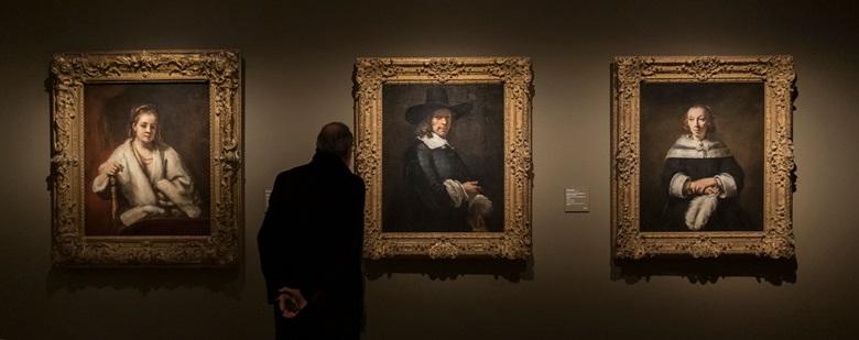 Installation view of Rembrandt and Amsterdam Portraiture, 1590-1670.Photo Museo Thyssen-Bornemisza, Madrid
