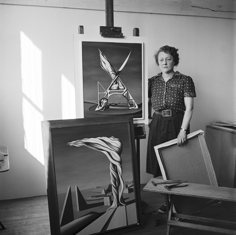 Kay Sage, 1946. Photo © Lee Miller Archives, England 2020. All rights reserved. leemiller.co.uk. Artwork © Estate of Kay Sage  DACS, London and ARS, NY 2020