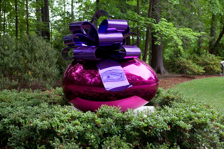 Jeff Koons, Smooth Egg with Bow (MagentaViolet), 1994-2009. This work is one of five unique versions (BlueMagenta, MagentaViolet, MagentaOrange, RedYellow and SilverRed). Mirror-polished stainless steel with transparent colour coating. 83½ x 76⅝ x 62 in (212.1 x 194.6 x 157.5 cm). Available for immediate purchase