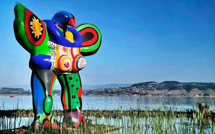 Niki de Saint Phalle, Oiseau amoureux, 1993. Painted polyester resin fountain. 118⅛ x 137¾ x 51⅛ in (300 x 350 x 130 cm) Available for immediate purchase. ©2020 Niki Charitable Art