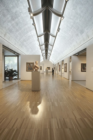 View of a gallery in the Kimbell Musuem, Fort Worth, designed by Louis Kahn. Photo Robert LaPrelle. © 2020 Kimbell Art Museum, Fort Worth, Texas