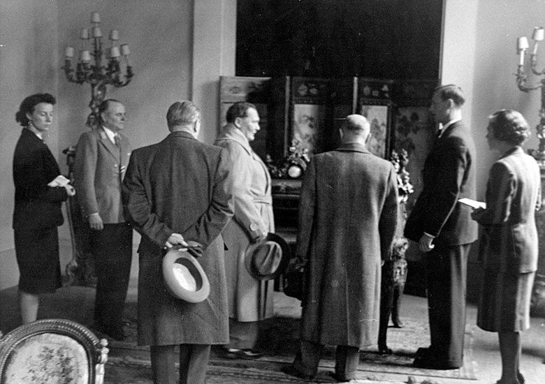Bruno Lohse (second from right) leads Göring on a tour to select works of seized art with ERR Paris chief von Behr (second from left). (Bruno Lohse papers, author's collection)